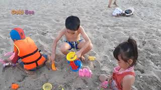 Gold Sea Playing Sand In The Beach - The Muffin Man Skip To My Lou Song For Children Kids