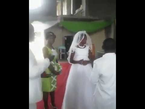 STRANGE!  Angry bride pushes groom away as he tries to kiss her on wedding day