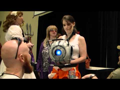 Chell and Wheatley at DragonCon 2011 - Part