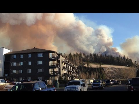 Fort McMurray fire forces people to flee