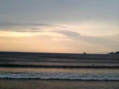 4月7日、伊東市宇佐美温泉海水浴場前のサーフィン情報です。民宿大塚愛