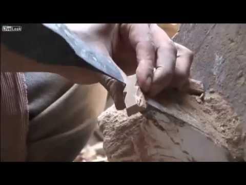粘土からモザイクのタイルを作り上げるモロッコの伝統的技法!