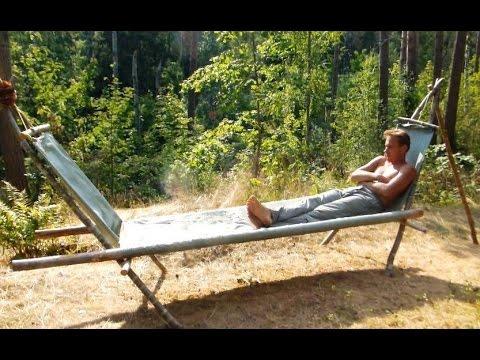 Лесная кровать – лежак из мешков и жердей