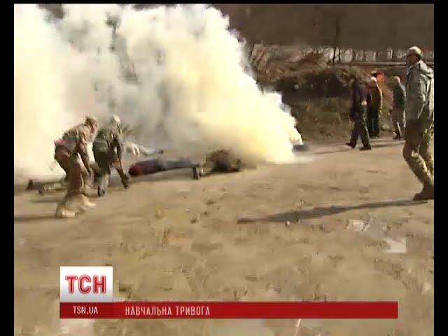 Під Києвом столичні чиновники вчилися надавати першу допомогу