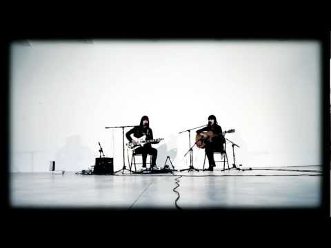 Dum Dum Girls - Hold Your Hand