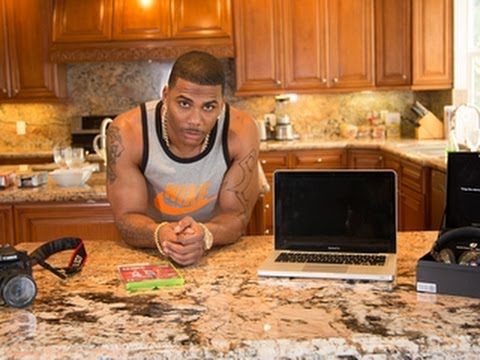 CNET's Hooked Up - Hang out with Nelly and the tech gadgets he loves