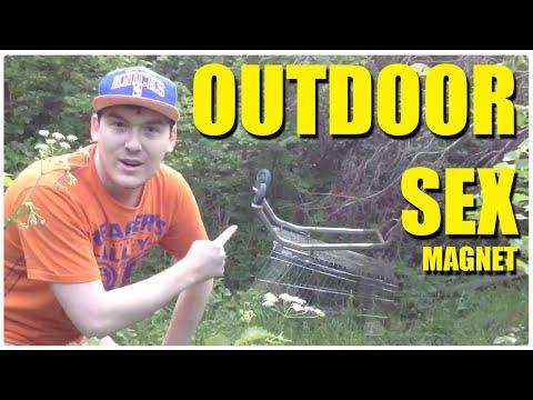 Outdoor Sex Magnet video