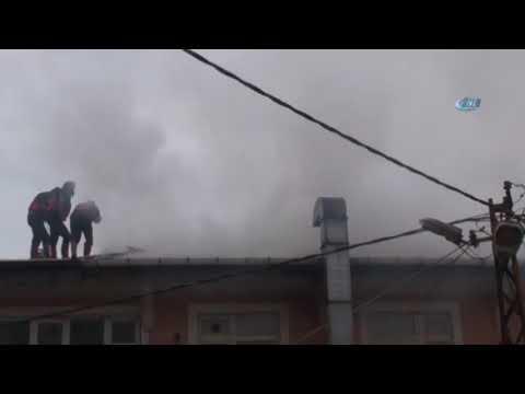 Binanın Çatısında Çıkan Yangın Paniğe Neden Oldu