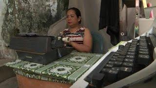 மியன்மார்: கணினி யுகத்திலும் கோலோச்சும் தட்டச்சு இயந்திரங்கள்