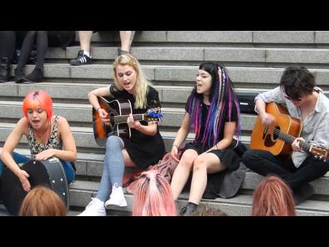 Hey Violet - You Dont Love Me Like You Should