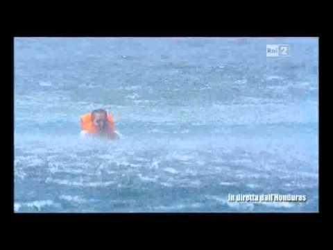 Simona Ventura si lancia dall'elicottero per raggiungere i suoi naufraghi