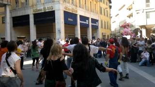 Zombie Walk Arezzo 3 balletto di  thriller.mp4