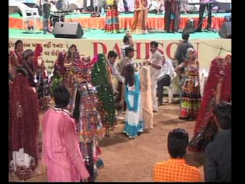 Gujarati Garba Song Navratri Live 2011 - Lions Club Kalol - Ratansinh Vaghela - Day -5 Part -22