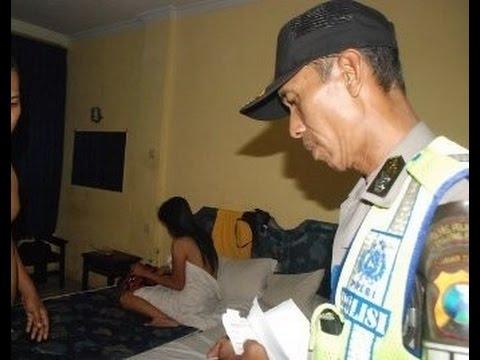 [Si Wanita Masih Telanj4ng] Detik Detik Bupati Katingan Selingkuh Digrebek Polisi