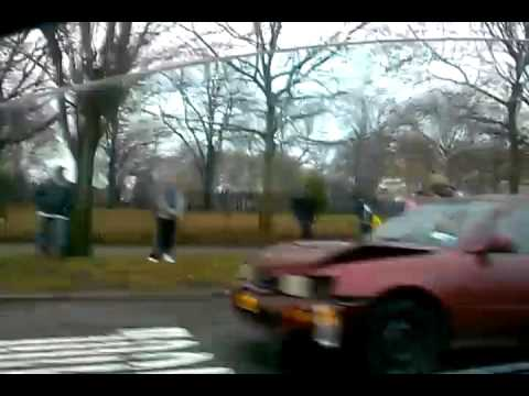 MAJOR CAR ACCIDENT IN BROOKLYN IN 2012 WINTER ! MUST SEE !