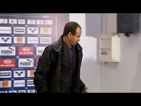 Jean Tigana, Jean-Louis Triaud et Jacques Santini face aux journalistes après le match face à Lens au Stade Chaban-Delmas. Un match à voir en exclusivité sur...