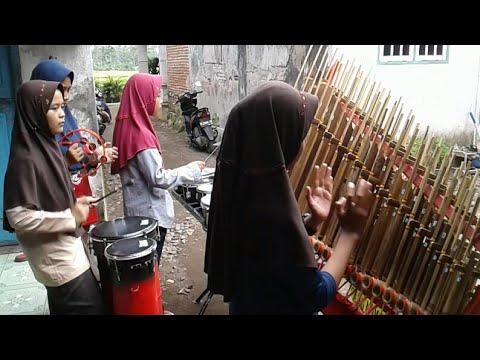 Download TANGAN BERMATA TRAMPIL MAINKAN ANGKLUNG Mp4 baru