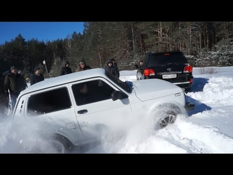 Нива 3D противToyota Land Cruiser 200.
