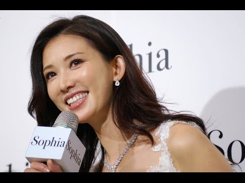林志玲回台專為蘇菲雅婚紗剪彩,展現幸福感