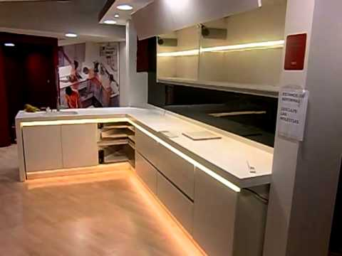 Decoraci n con tecnolog a led en muebles de cocina youtube for Iluminacion led para muebles