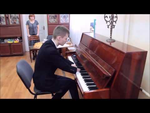 Un joven pianista que nació sin manos es furor en las redes con sus videos
