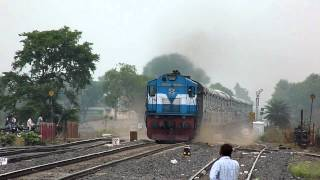 Oldest WDM-3D of Itarsi at its best with Pawan Express !!
