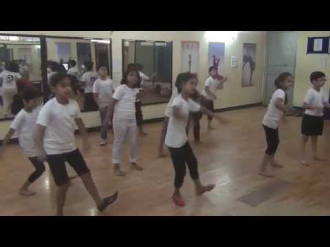Natraj Summer Camp 2nd Batch Performing Rock Dance On Kehdoon Tumhein Remix video