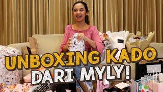 Download lagu UNBOXING KADO DARI MYLY! SAMPAI PENUH SATU RUANGAN! - VLOG