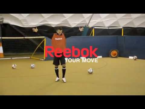 Reeformuj swoj trening - Ryan Giggs-Reebok Giggs football pool!!! Video