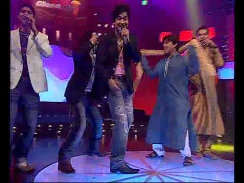 Ravi tripathi ravi k tripathi performing Sonu nigam s Bijuriya...