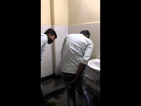 Онлайн видео с порно в американских туалетах