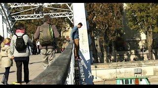 Suicide sur un Pont /Save a life or let him die (Expérience Sociale à Paris)