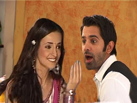 Khushi FEEDS CHAAT to Arnav in Iss Pyaar Ko Kya Naam Doon 25th April 2012