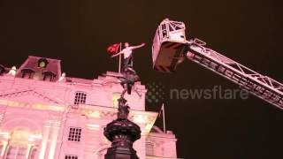 Man climbs London Piccadilly Statue - Braveness or Madness?