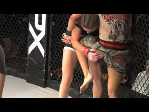 GIRL FIGHT - Tandi Vs. Jenny MMA Cage Fight