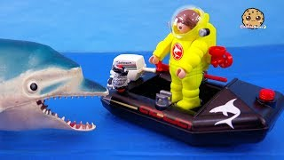 What's In The Water ? Strange Ocean Part 1 Playmobil Toy Series