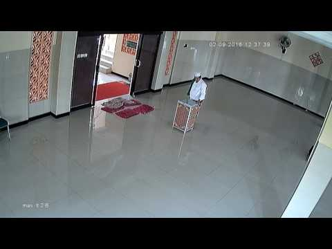 Penampakan iblis yang gagal beraksi di masjid