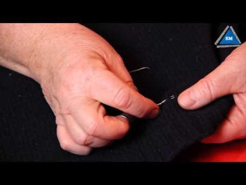 Как зашить дырку на шерстяном свитере
