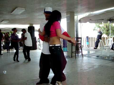 IDANIRA bailando con abraham 25-12-2008
