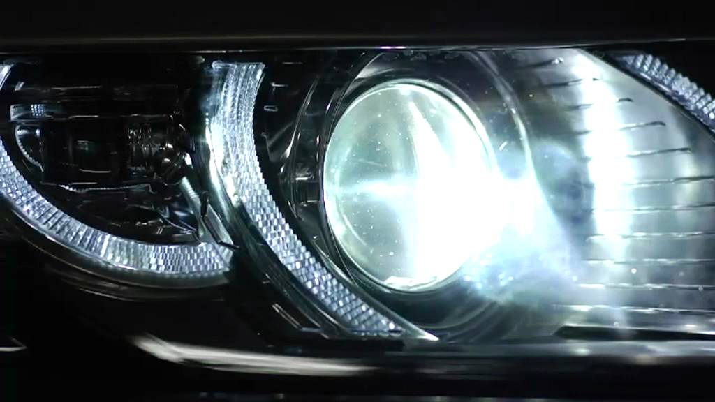 range rover evoque adaptive headlight features youtube. Black Bedroom Furniture Sets. Home Design Ideas