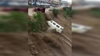 Flash floods sweep vehicles into river in SW China