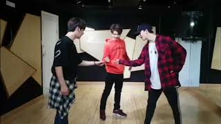 Download Lagu [Dance Cut] Stray Kids' Dance Line Practice Gratis STAFABAND