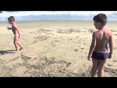 2012: Strani Giochi Sulla Spiaggia BAMBINI DIVERTENTI VLOG