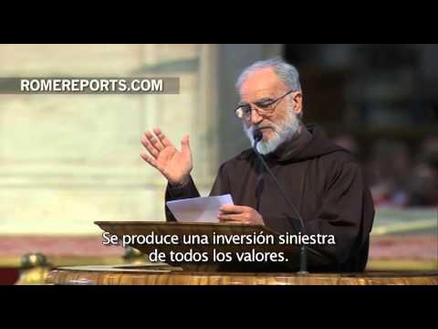 El Papa preside la ceremonia del Viernes Santo en el Vaticano