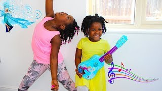 Toys AndFun Sisters Pretend Play With Disney FROZEN Magical Toy Guitar