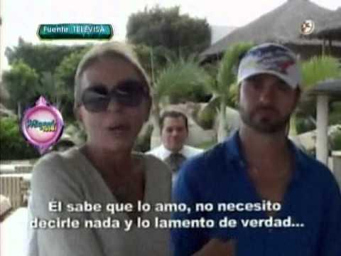 Christian Suárez le propone matrimonio a Laura Bozzo y ella lo ignora
