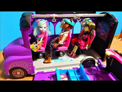 Monster High Deluxe Bus Mobile Salon Smoothie Bar Unboxing Toy Playset Review