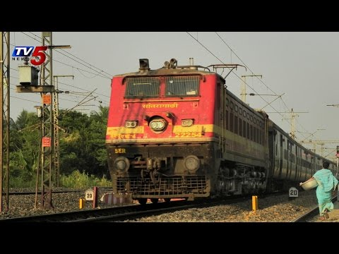 Sanghamitra Express Escapes from Accident at Warangal : TV5 News