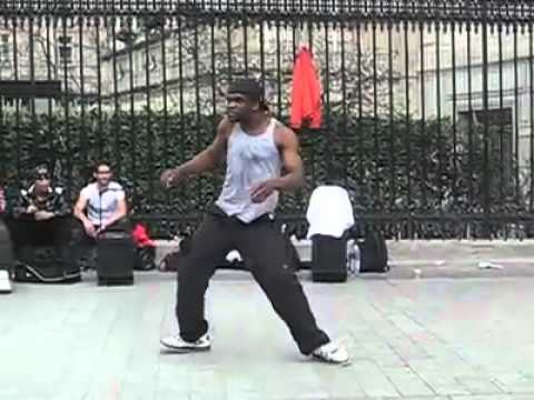 Utcai táncos párizsban