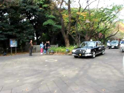 Japan Emperor Akihito and Empress Michiko at Ueno 天皇皇后両陛下 上野公園にて